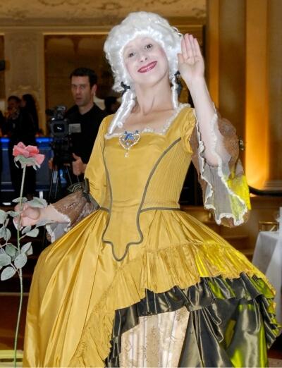 living doll walkact yvonne pouget